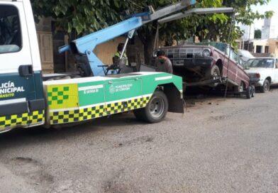 Comenzó operativo municipal para remover autos abandonados en la vía pública